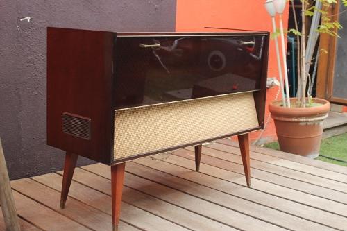 meuble hifi 10 vintage by fabichka. Black Bedroom Furniture Sets. Home Design Ideas