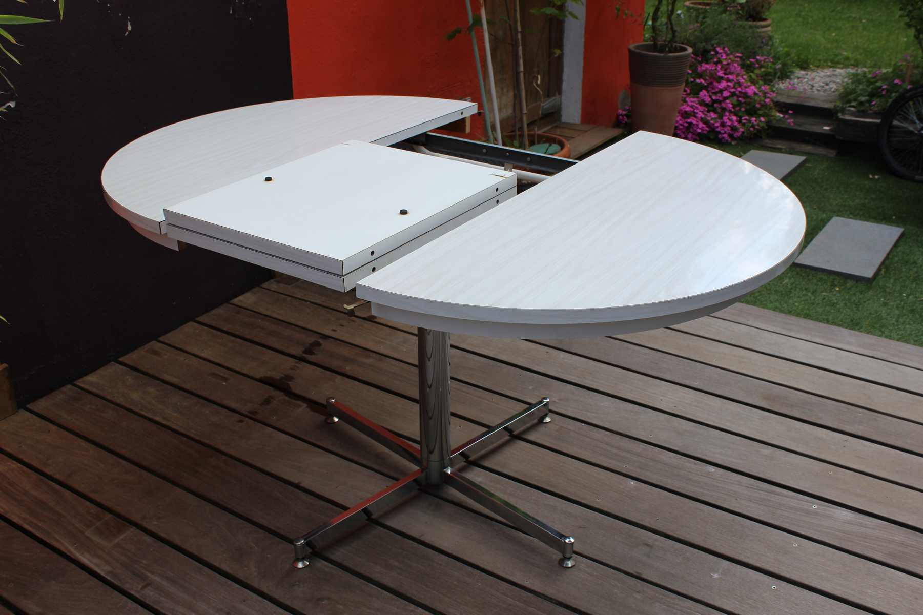 Table formica en version ronde ou ovale vintage by fabichka for Table basse ronde ou ovale