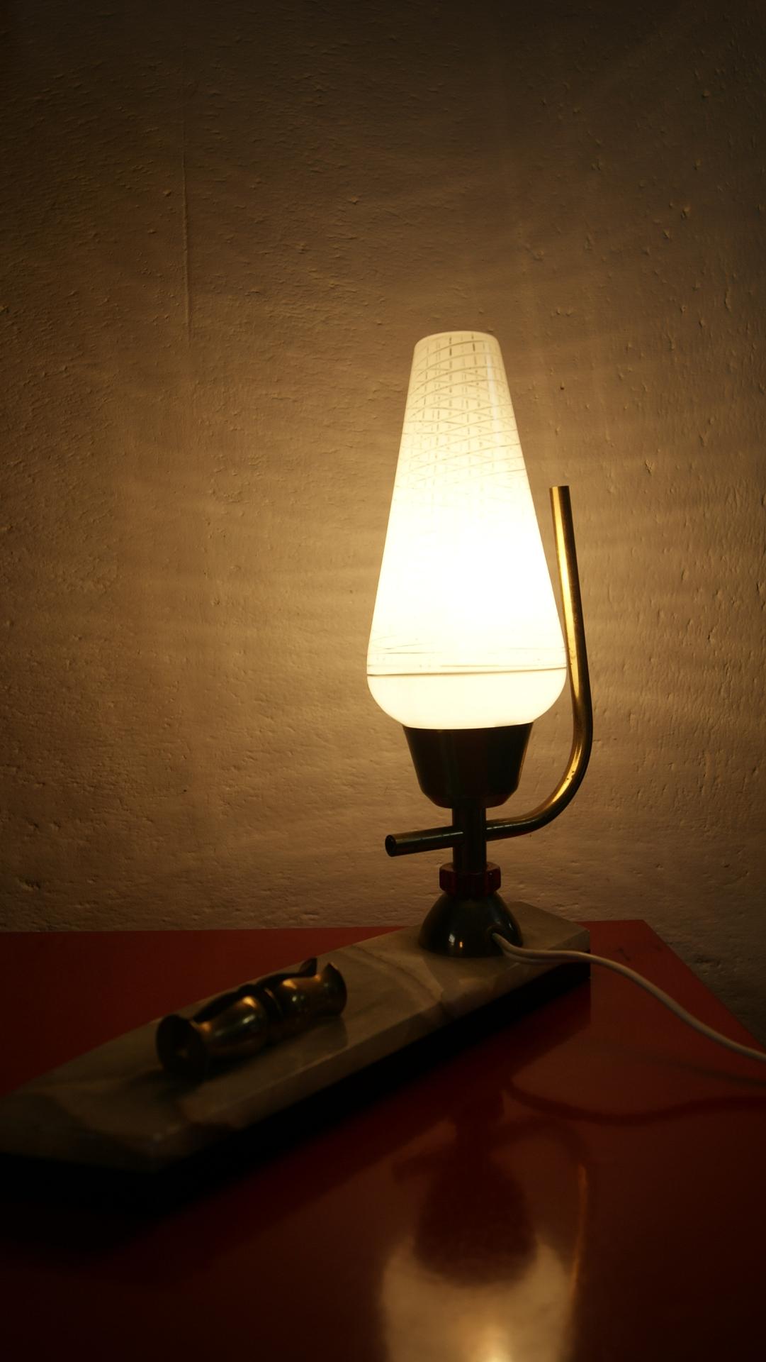 lampe poser art d co socle marbre et tulipe en verre. Black Bedroom Furniture Sets. Home Design Ideas