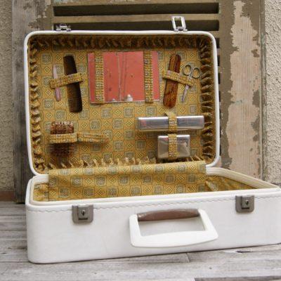 Valise et son petit nécessaire de toilette