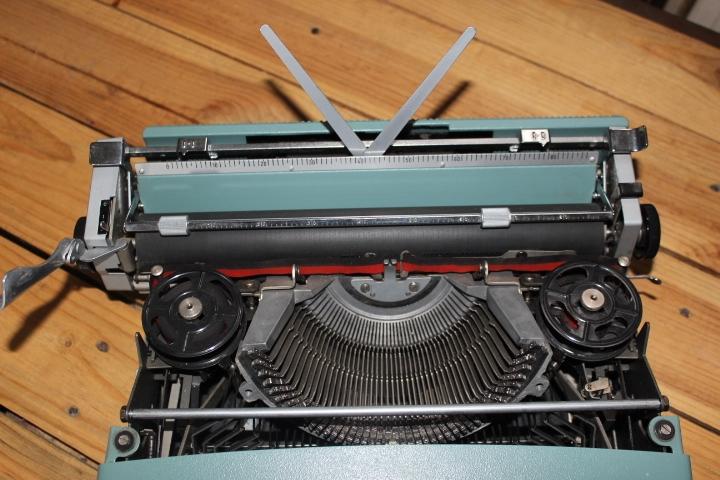 machine crire olivetti lettera 32 machine crire m canique. Black Bedroom Furniture Sets. Home Design Ideas