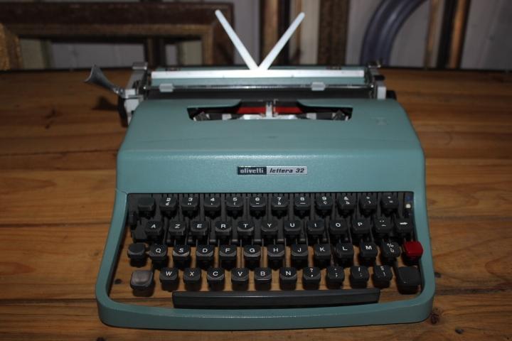 Machine à écrire Olivetti Lettera 32