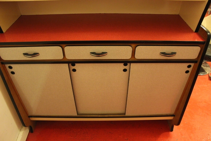 buffet formica 1950. Black Bedroom Furniture Sets. Home Design Ideas