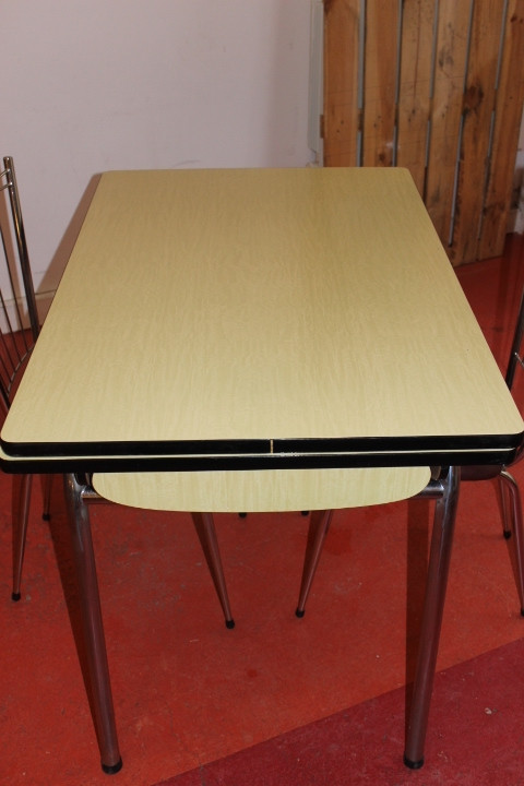 table formica jaune tendre vintage by fabichka. Black Bedroom Furniture Sets. Home Design Ideas