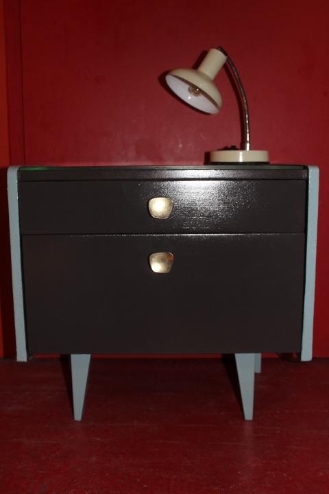 table de chevet aux petits pieds compas relook e vintage by fabichka. Black Bedroom Furniture Sets. Home Design Ideas