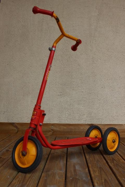 Ancienne trottinette en métal 3 roues