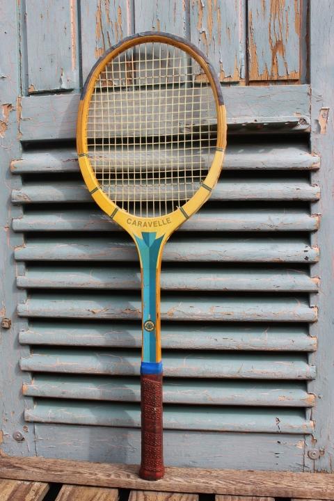 raquette de tennis cadre bois 1960. Black Bedroom Furniture Sets. Home Design Ideas