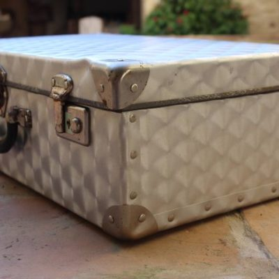 bagage en tôle d'aluminium poli