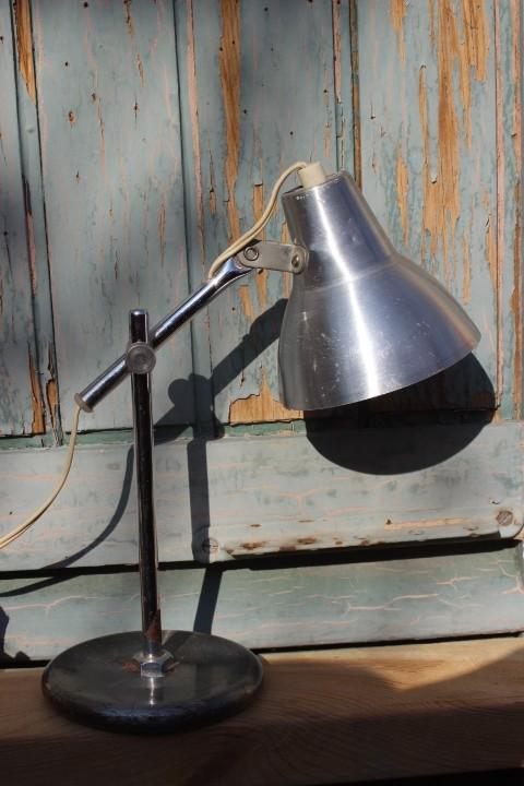 lampe à poser en métal