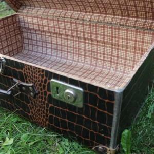 Ancienne valise en carton à impression croco avec poignée en cuir vintage
