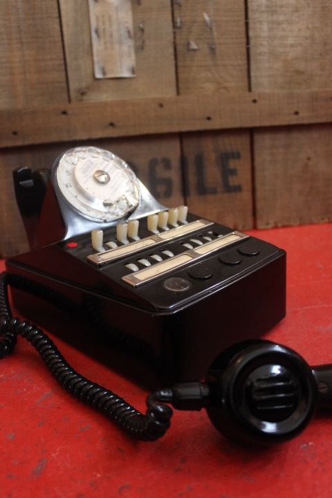 Ancien standard téléphonique en bakélite