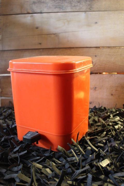 Poubelle Salle De Bain Orange Poubelle Plastique Orange Vintage