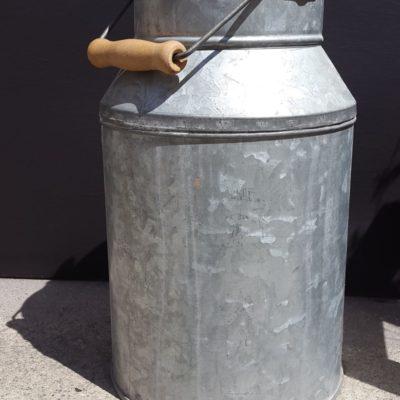Pot à lait en métal