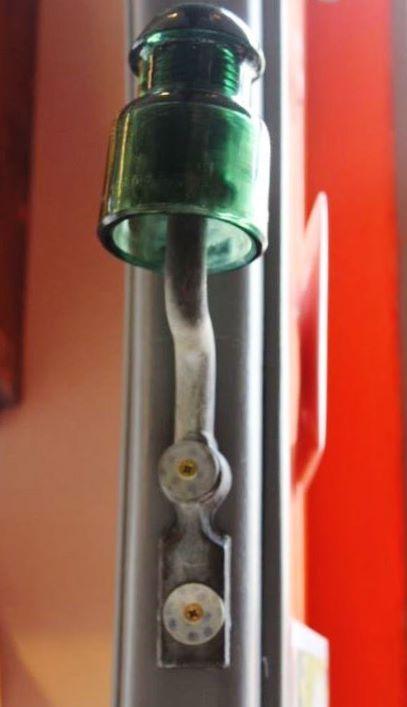 Isolateur électrique edf à détourner en porte manteaux