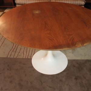 Table tulipe vintage