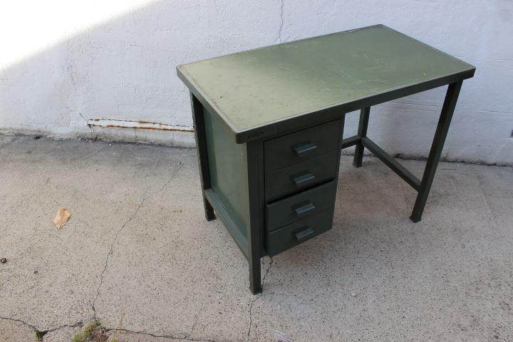 bureau metal strafor vintage by fabichka. Black Bedroom Furniture Sets. Home Design Ideas