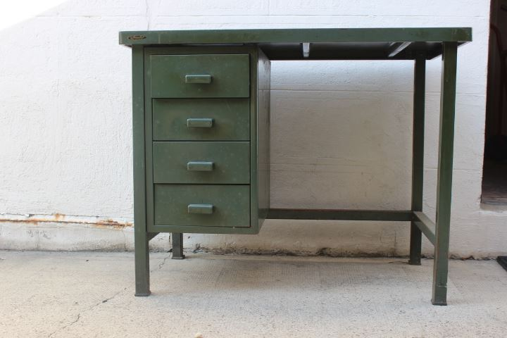 bureau m tal vintage de la marque strafor datant des ann es 50. Black Bedroom Furniture Sets. Home Design Ideas