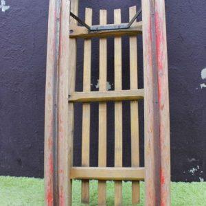 luge ancienne en bois rétro