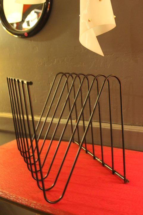 Porte revues en fil d'acier CIRCA 1970