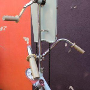 ancien vélo appartement vintage