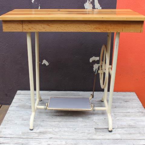 meuble machine coudre ancienne de marque manufrance saint etienne. Black Bedroom Furniture Sets. Home Design Ideas