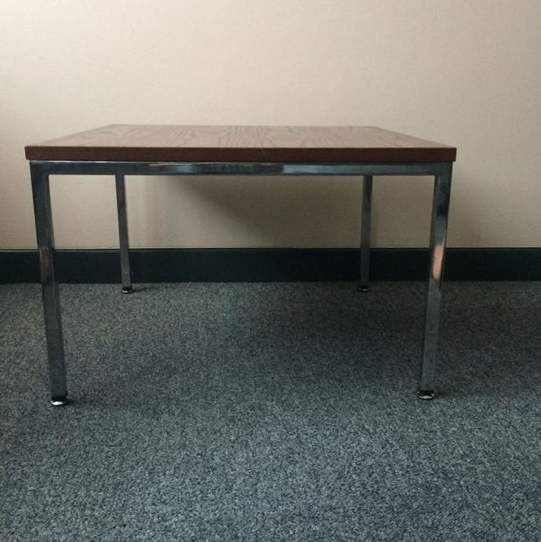 table basse moderniste vintage alliance du bois et du chrome. Black Bedroom Furniture Sets. Home Design Ideas