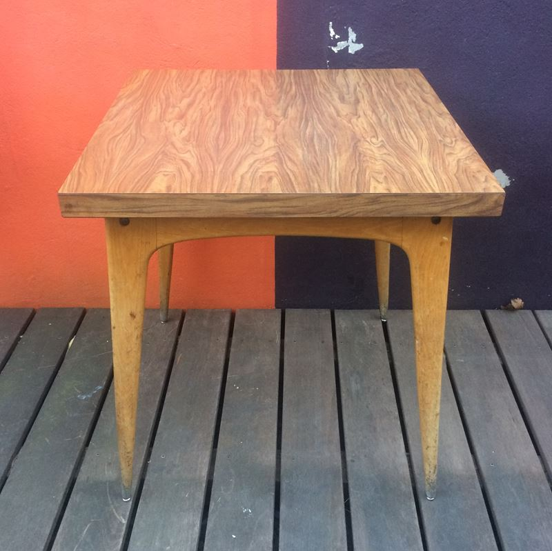 Table bistrot vintage dessus formica piétement