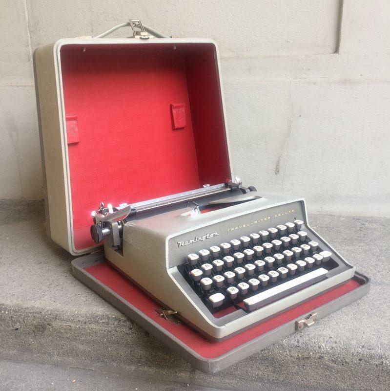 machine crire remington portative datant des ann es 50. Black Bedroom Furniture Sets. Home Design Ideas