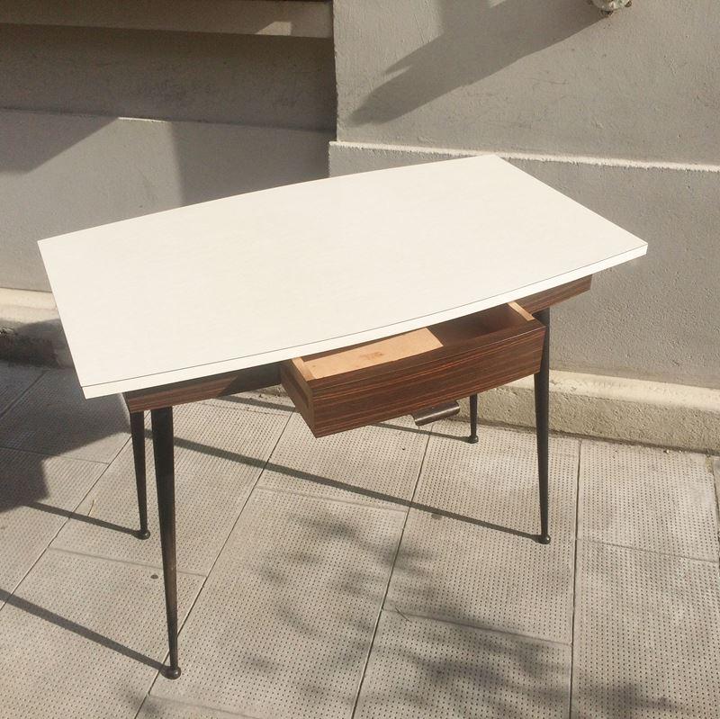 table bureau formica vintage pieds fuseau avec tiroir en fa ade. Black Bedroom Furniture Sets. Home Design Ideas