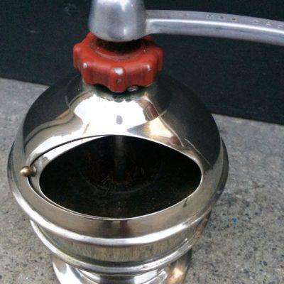 Moulin à café mécanique vintage