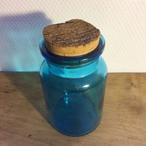 Bocal bleu en verre vintage