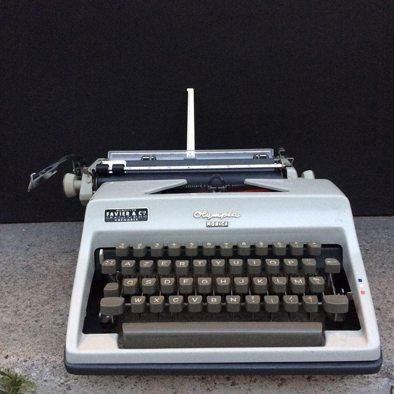 Machine à écrire Olympia Monica
