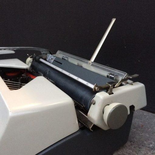 Machine à écrire mécanique