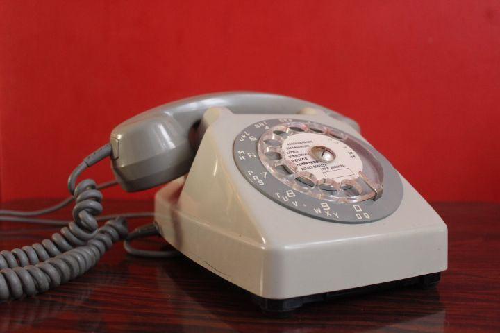 Ancien téléphone PTT