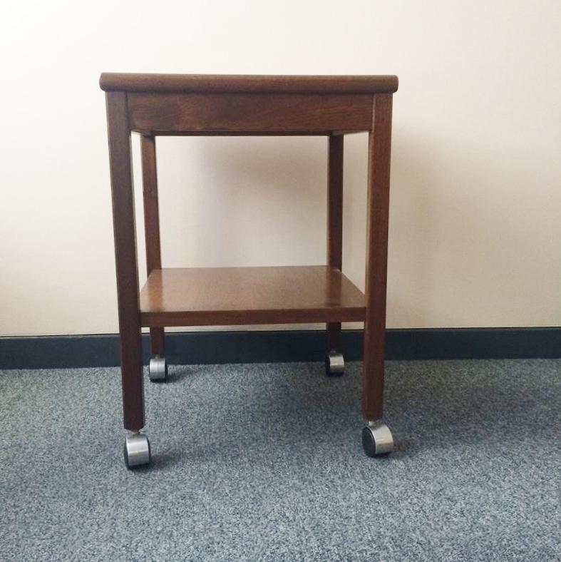 Table à roulettes vintage