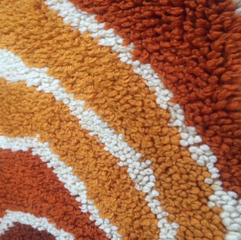 tapis rond vintage en laine m che longue datant des ann es 70. Black Bedroom Furniture Sets. Home Design Ideas