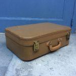 Petite valise de voyage rétro
