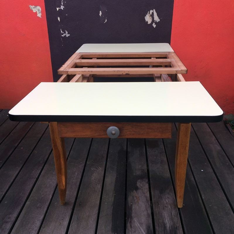 table de ferme ancienne plateau formica et pi tement bois. Black Bedroom Furniture Sets. Home Design Ideas