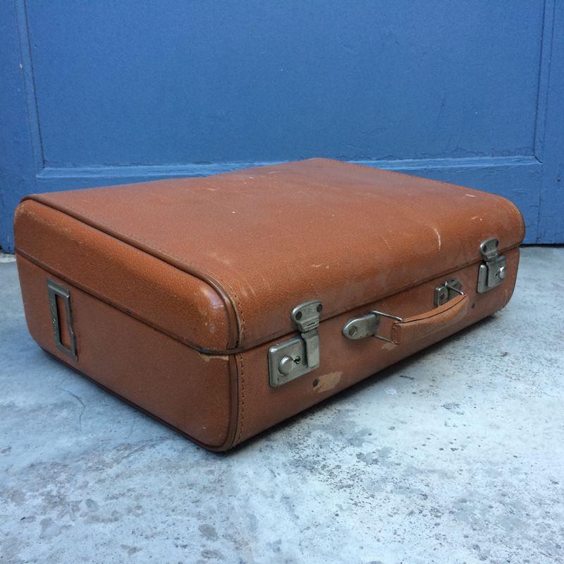 valise en carton vintage datant des ann es 60 marque record. Black Bedroom Furniture Sets. Home Design Ideas