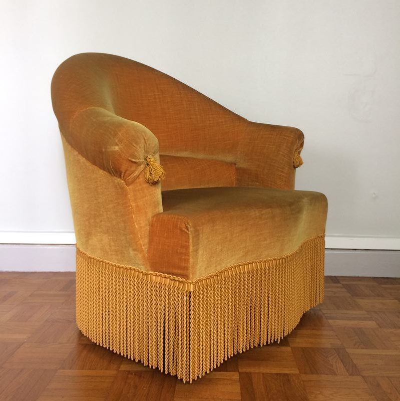 ancien fauteuil crapaud franges ann es 50. Black Bedroom Furniture Sets. Home Design Ideas
