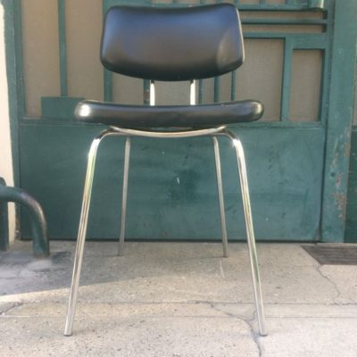 Chaise vintage skaï noir