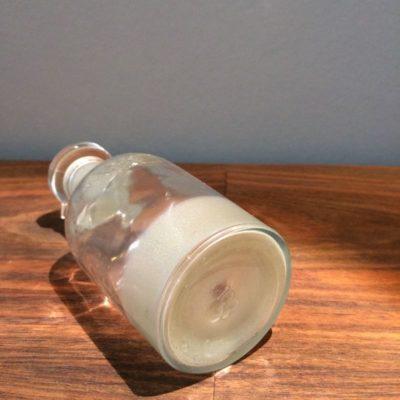 flacon en verre transparent vintage