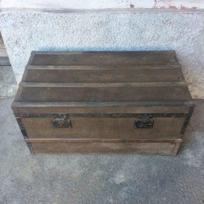 Ancien coffre en bois