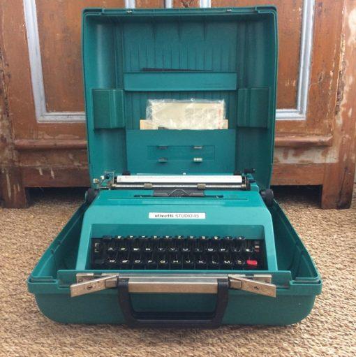 Ancienne machine à écrire Olivetti Studio 45