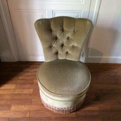 Ancien fauteuil crapaud à franges