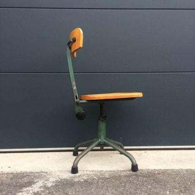 Ancienne chaise atelier