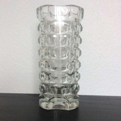 Ancien vase en verre taillé