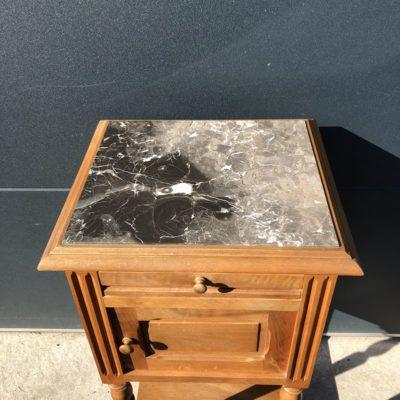 Table de chevet ancienne en bois et plateau marbre