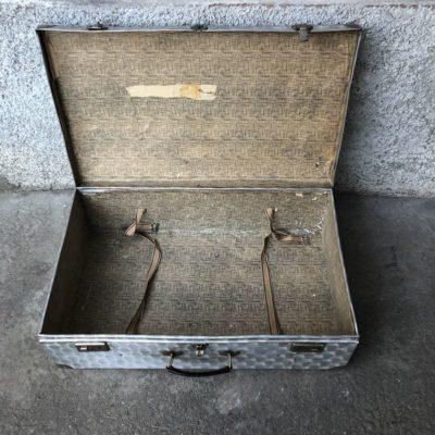 Valise métal vintage dans son jus