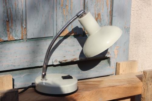 petite lampe de chevet vintage datant des ann es 70. Black Bedroom Furniture Sets. Home Design Ideas